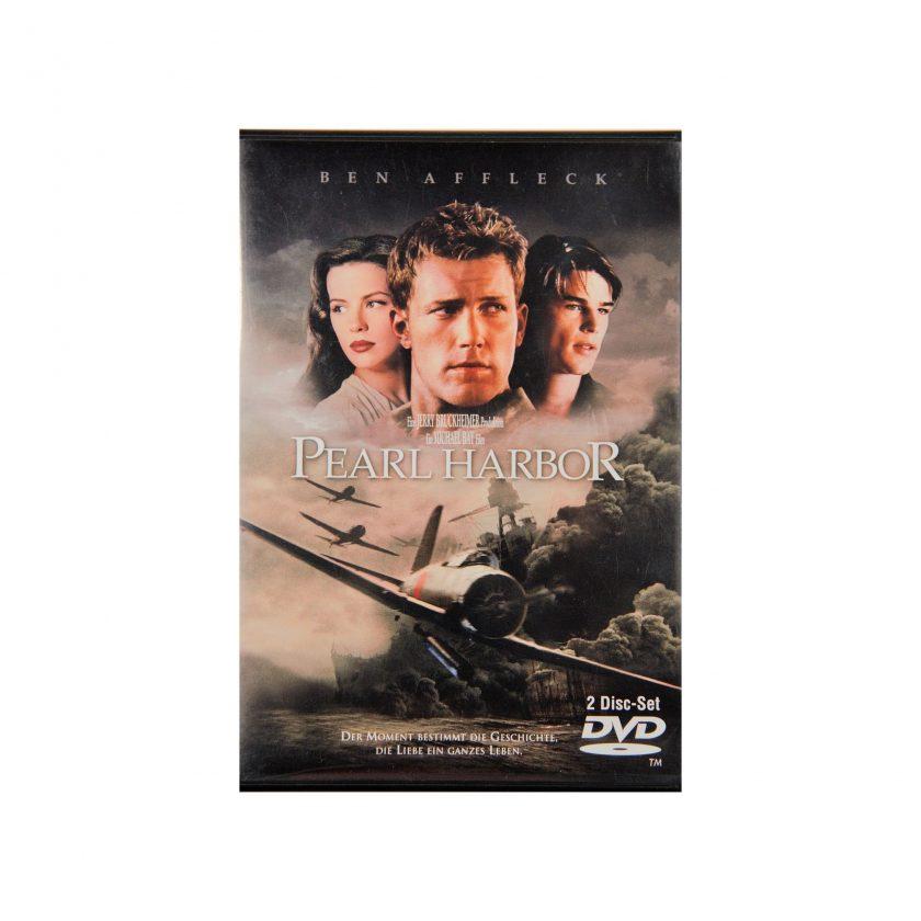 Bild von DVD: Pearl Harbor. 2 Disc-Set. Mit Ben Affleck. Auf das Cover sieht man ben Affleck, Kate bekinsale und Josh Hartnett. Im Hintegrund eine Kriegsszene. Gebrauchte Medien - Projekt Carla Styria