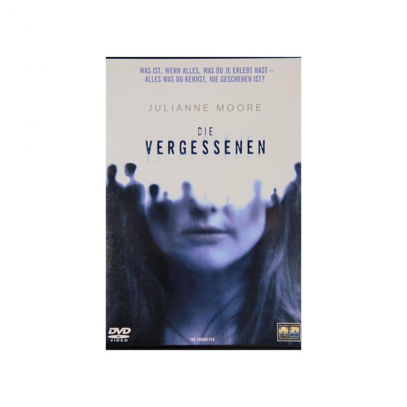 Bild von DVD: Die vergessenen mit Julianne Moore. Auf das Cover sieht man das halbe Gesicht einer Frau. Aus dem werden Schatten menschlicher Figuren. Was ist, wenn alles, was duje erlebt hast - alles was du kennst, nie geschehen ist? Gebrauchte DVDs - Projekt Carla Styria