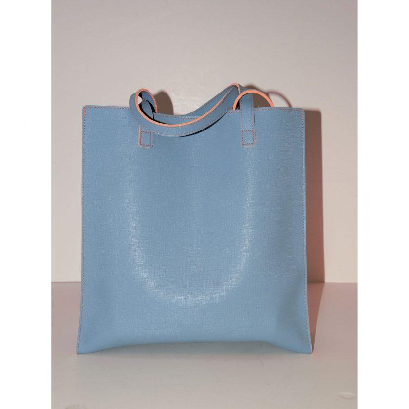 Bild von einer Shopper Henkeltasche von REMEMBER in frischer Farbkombination: hellblau-orange. Pouch Tasche mit Reißverschluss und Trageschlaufe. Carla Styria